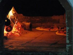釜で焼くピザ